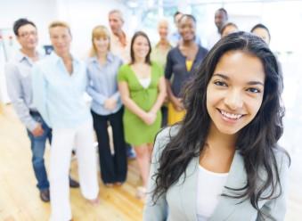en bild som representerar multikulturella ledningsgrupper