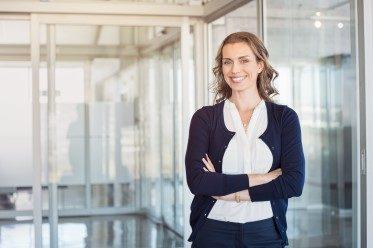kvinna som står och representerar Affärsmannaskap för kvinnor