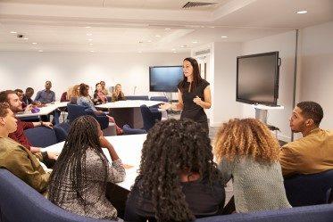 bild från säljutbildning 2 med en kvinna i fokus
