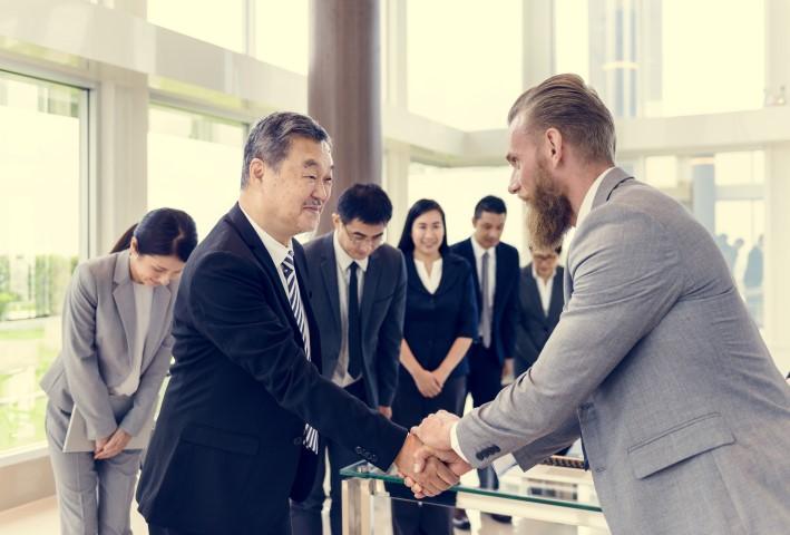 föreläsning efter kulturkurser för företag slutar med handskakning