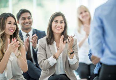 clapping hands to kurs in arbetmiljö företagsutbildningar